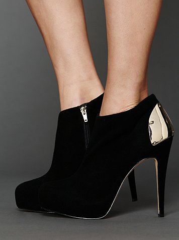 DV by Dolce Vita Bansi Stilleto Bootie