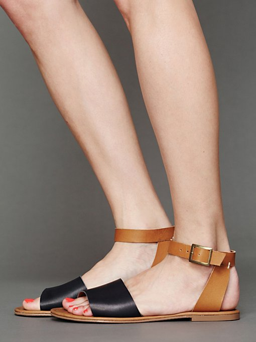 Matisse Logan Sandal in beach-shoes