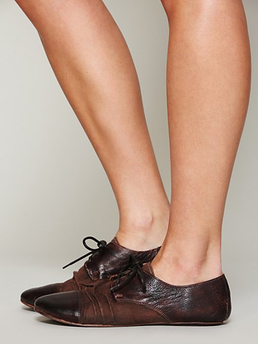 Rhett Distressed Oxford in flats-loafers