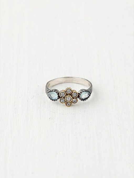 6 Petal Flower Ring in bora
